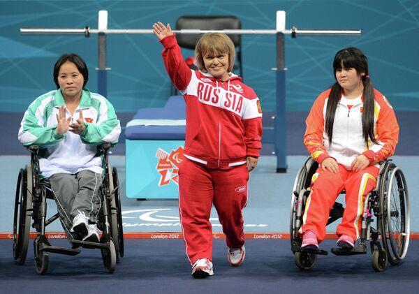 Россиянка Тамара Подпальная (в центре)
