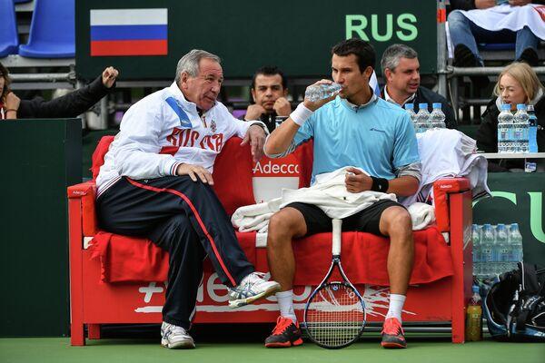 Капитан сборной России Шамиль Тарпищев (слева) и Евгений Донской