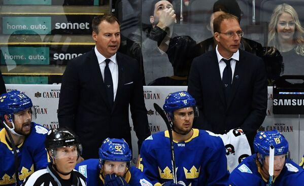 Главный тренер сборной Швеции Рикард Грёнборг (слева)