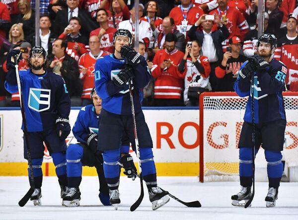 Хоккеисты сборной Европы после поражения в финале Кубка мира