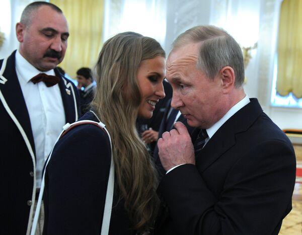 Владимир Путин и олимпийская чемпионка по синхронному плаванию Алла Шишкина
