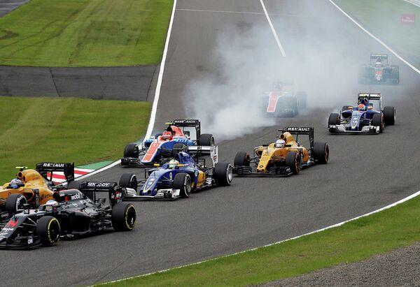 Пилоты во время гонки 17-го этапа чемпионата Формулы-1 Гран-при Японии