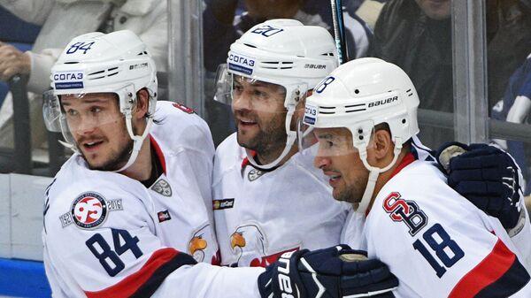 Хоккеисты Слована Томаш Кундратек, Джефф Таффе и Джонатан Чичу (слева направо)