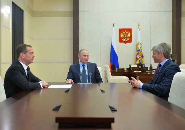 Владимир Путин, Дмитрий Медведев и Павел Колобков (слева направо)