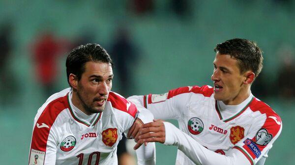 Футболисты сборной Болгарии Ивелин Попов (слева) и Александр Тонев