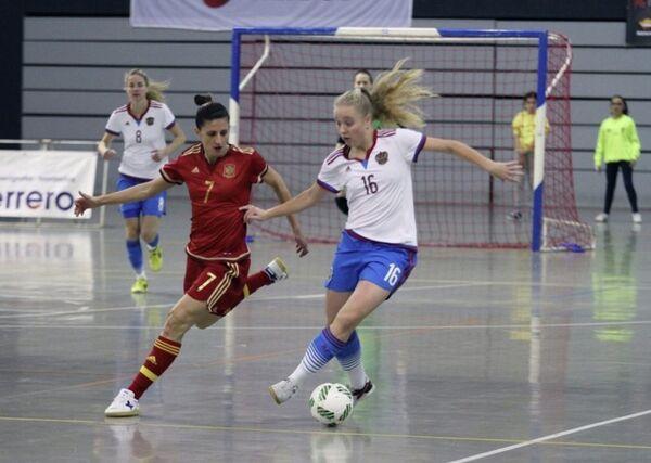 Игровой момент матча женских сборных России и Испании по мини-футболу