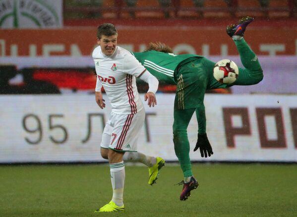 Игровой момент матча Томь - Локомотив