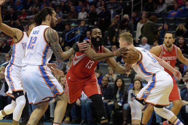 Игровой момент матча НБА Оклахома-Сити Тандер - Хьюстон Рокетс