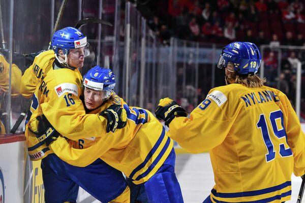 Хоккеисты молодежной сборной Швеции