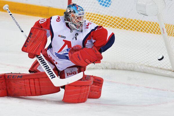 Вратарь ХК Локомотив Алексей Мурыгин