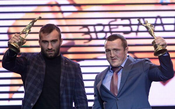 Боксеры Мурат Гассиев (слева) и Денис Лебедев