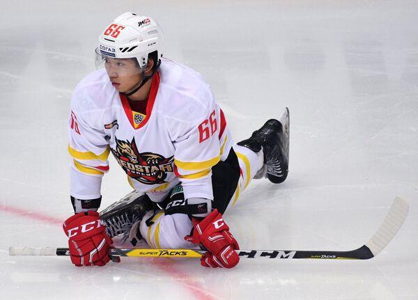 Хоккеист Куньлуня Ся Тяньсян