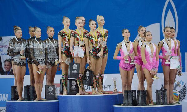 Спортсменки сборной Болгарии по художественной гимнастике, спортсменки сборной России по художественной гимнастике и спортсменки сборной Египта по художественной гимнастике (слева направо)