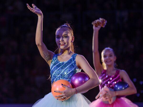 Спортсменки сборной России по художественной гимнастике Дина и Арина Аверины (справа налево)