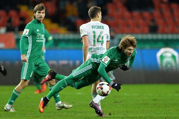 Нападающий Томи Александр Касьян (справа)