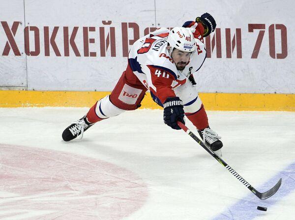 Нападающий Локомотива Даниил Апальков