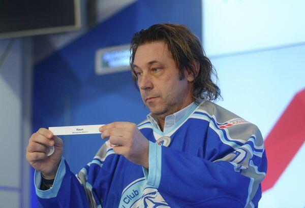 Лиги Александр Мостовой проводит жеребьевку