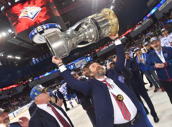 Олег Знарок - главный тренер СКА