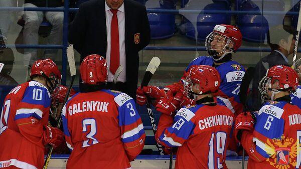 Главный тренер юниорской сборной России по хоккею Сергей Голубович