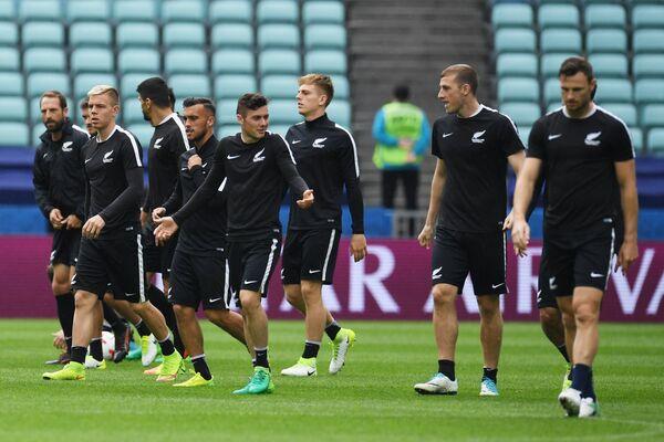 Футболисты сборной Новой Зеландии
