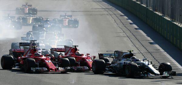 Пилоты во время гонки этапа Формулы-1 Гран-при Азербайджана