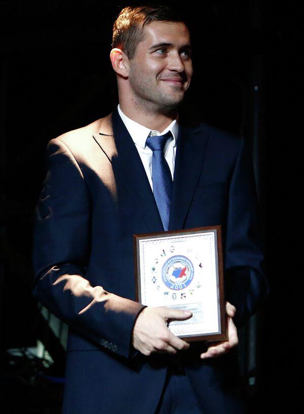 Форвард Зенита Александр Кержаков во время вручения премии Премьер от Российской футбольной Премьер-Лиги в декабре 2013 года