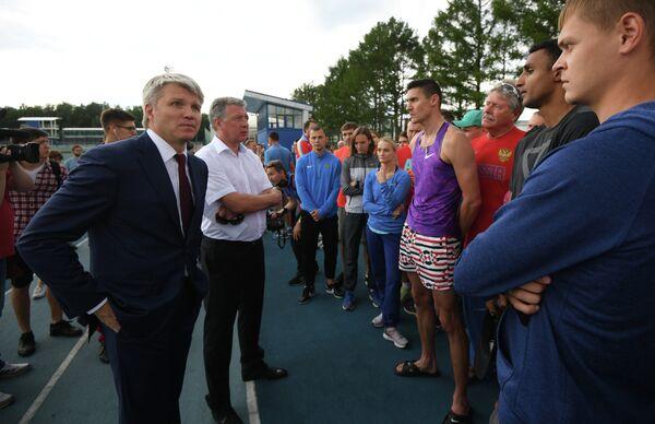 Министр спорта РФ Павел Колобков (слева) и президент Всероссийской федерации легкой атлетики Дмитрий Шляхтин