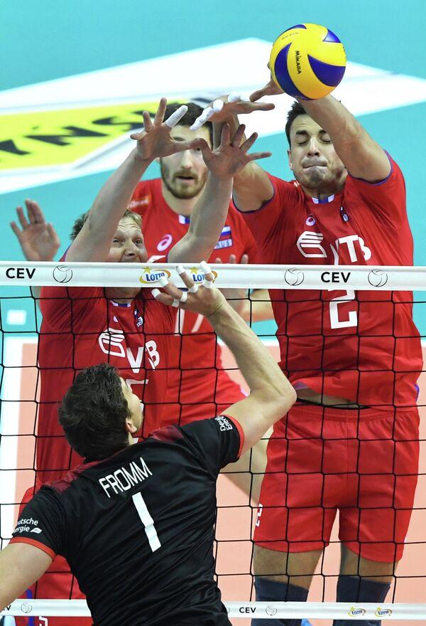 Игровой момент матча ЧЕ по волейболу между сборными России и Германии