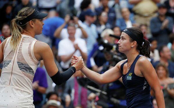 Российская теннисистка Мария Шарапова и латвийка Анастасия Севастова (слева направо)