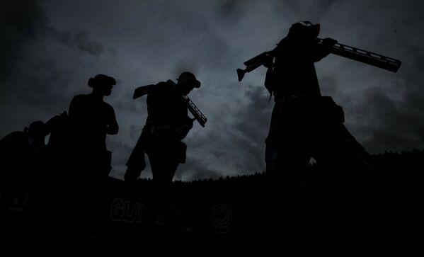 Спортсмены в финальных соревнованиях в дисциплине дубль-трап на чемпионате мира по стендовой стрельбе