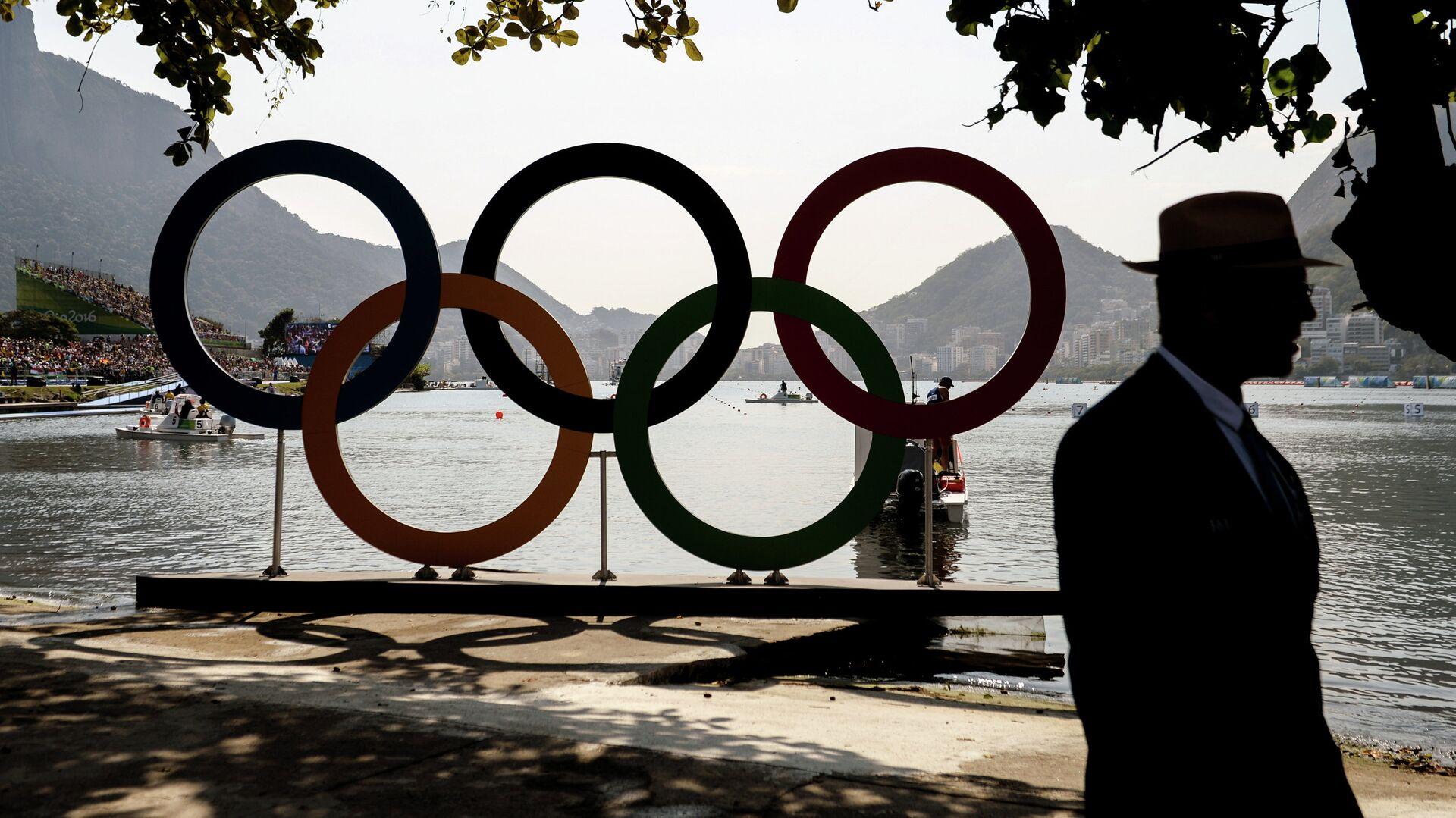 Олимпийские кольца на озере Лагоа в Рио-де-Жанейро - РИА Новости, 1920, 02.08.2021