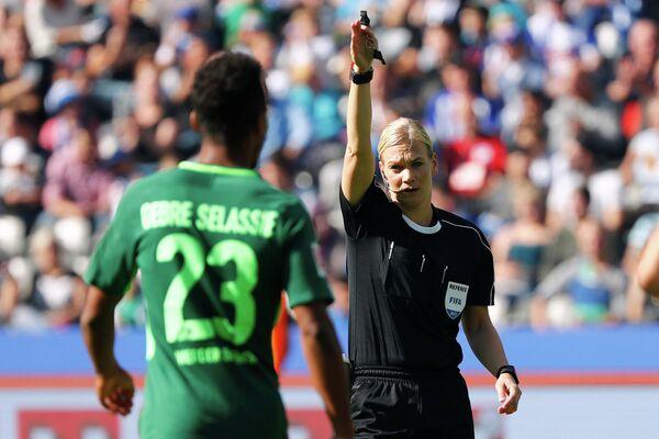 Немецкий футбольный рефери Бибиана Штайнхаус