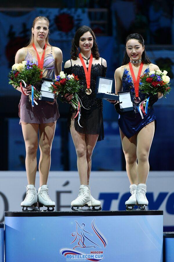 Каролина Костнер, Евгения Медведева и Вакаби Хигучи (слева направо)