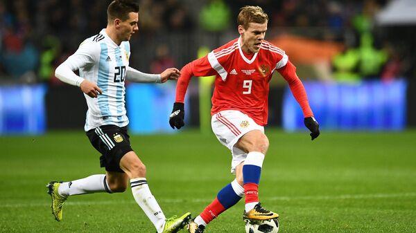 Слева направо: Джовани Ло Чельсо (Аргентина) и Александр Кокорин (Россия)