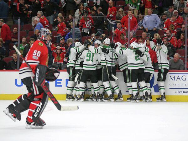 Хоккеисты Далласа радуются победе