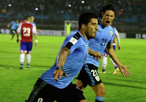 Футболисты сборной Уругвая Луис Суарес (слева) и Эдинсон Кавани