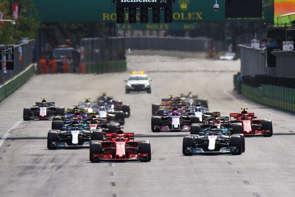 Гонщики во время этапа Формула-1 - Гран-при Азербайджана