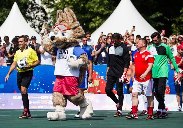 Официальный талисман чемпионата мира по футболу волк Забивака