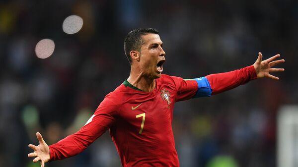 Криштиану Роналду (Португалия) радуются забитому голу