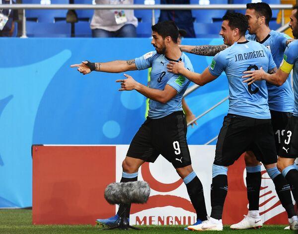 Футболисты сборной Уругвая Луис Суарес и Хосе Хименес (слева направо)