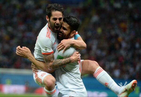 Футболисты сборной Испании Иско и Диего Коста (слева направо)