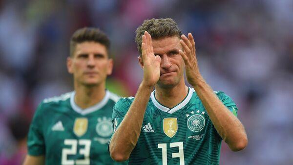 Футболисты сборной Германии Марио Гомес и Томас Мюллер (слева направо)