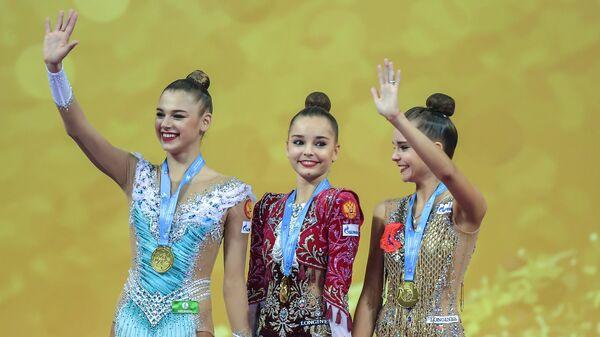 Российские гимнастки Александра Солдатова, Арина Аверина и Дина Аверина (слева направо)
