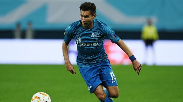 Защитник Зенита Эльмир Набиуллин в матче против Славии