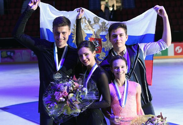 Наталья Забияко и Александр Энберт (слева), Дарья Павлюченко и Денис Ходыкин (справа)