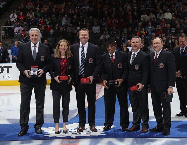 Александр Якушев (слева) на церемонии включения в Зал хоккейной славы в Торонто