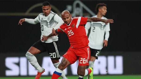 Серж Гнабри и Ари в товарищеском матче по футболу между сборными Германии и России