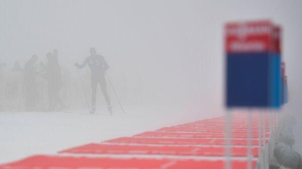Биатлонисты перед началом индивидуальной гонки на первом этапе Кубка мира по биатлону в Поклюке