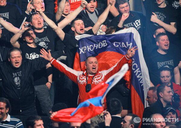 Российские болельщики радуются победе россиянина Александра Поветкина