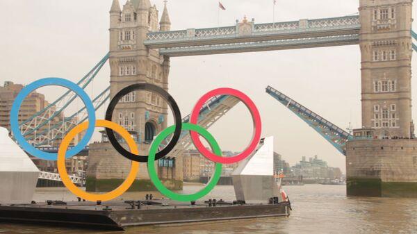 Тауэрский мост развели специально для гигантских олимпийских колец